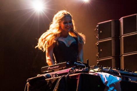 DJ Paris HIlton