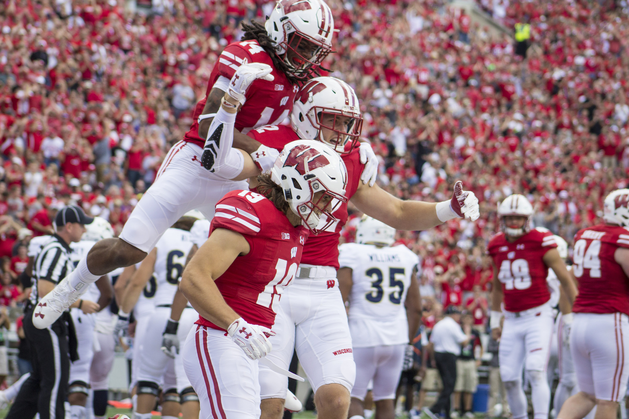 Corey Clement: UW RB Clement exits win with left leg injury