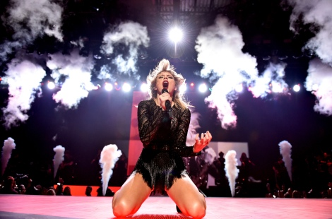HOUSTON, TX - FEBRUARY 04: Taylor Swift performs at DIRECTV NOW Super Saturday Night Concert at Club Nomadic on February 4, 2017 in Houston, Texas. (Photo by John Shearer/Getty Images for DIRECTV)