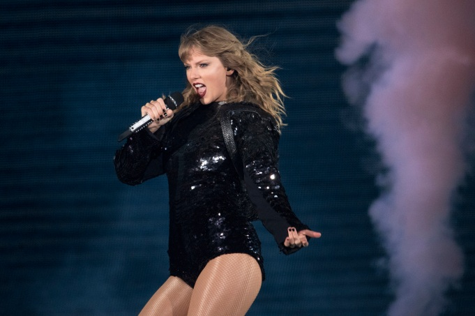 Taylor Swift Brings Pop Perfection To Chicago With The Reputation Tour The Early Registration